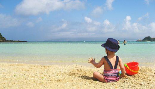 【海水浴】乳幼児連れで安全に楽しく海水浴をしたい!赤ちゃんはいつから?注意や必要な荷物のまとめ